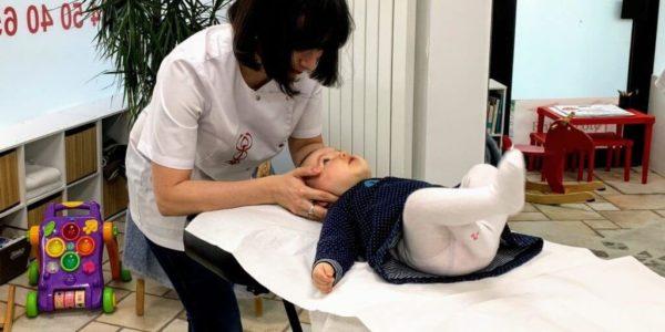 manipulation enfant bebe
